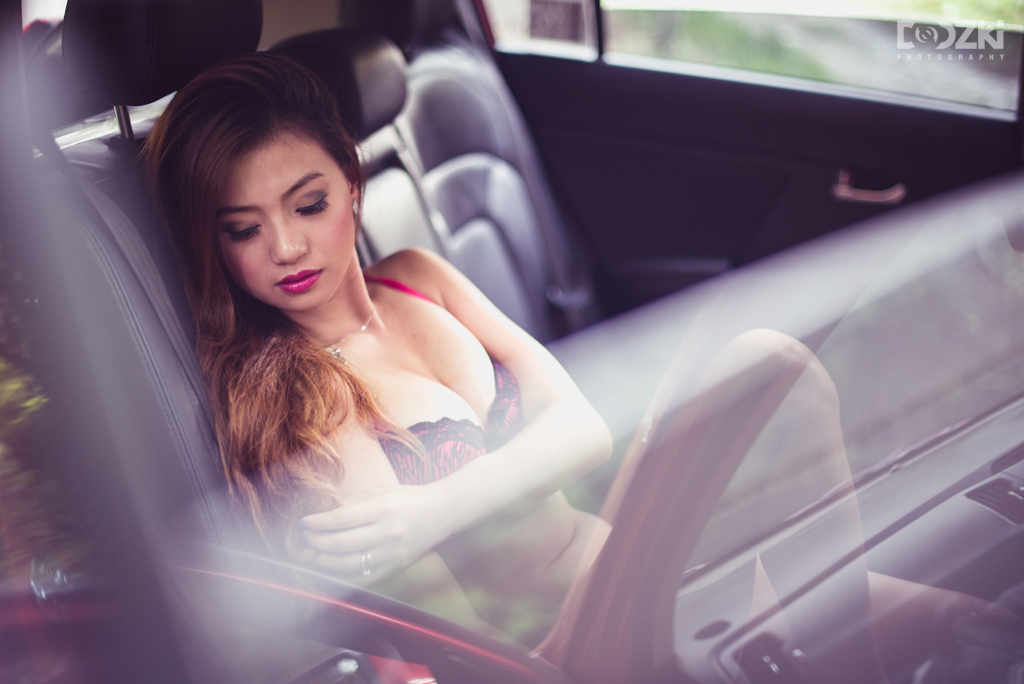 Back-seat boudoir portrait session with purpole tone