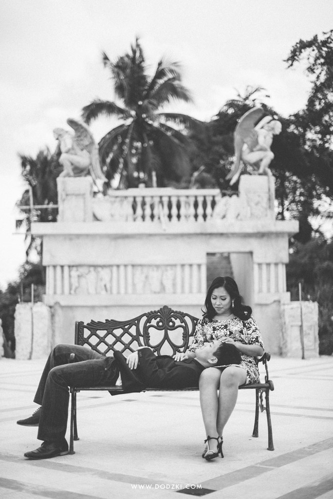 E-session of Joel and Abigail at Temple of Lea in Black and white